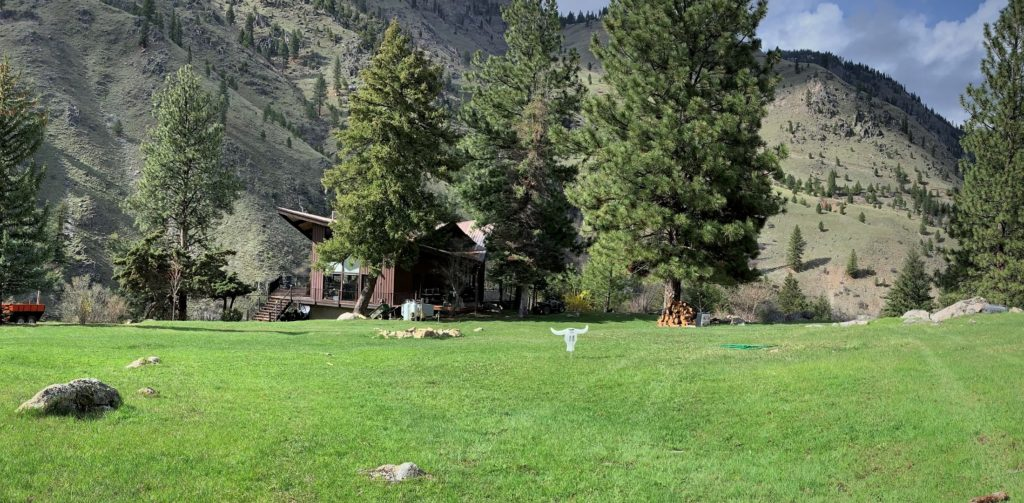 ram house lodge over looking the salmon river